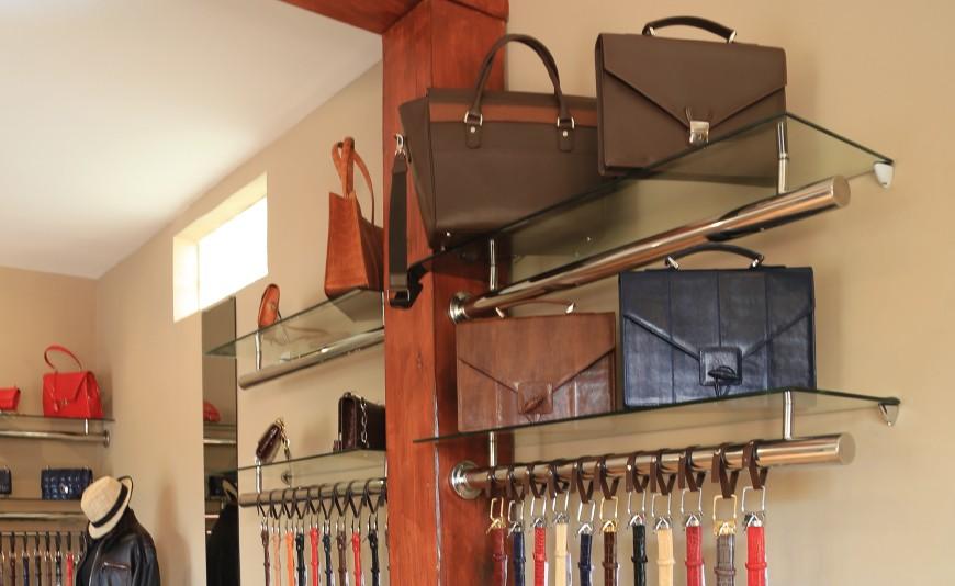 Sacs ou accessoires en cuir : pourquoi sont-ils si chers?